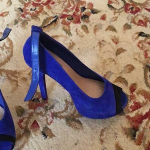 H by Halston Shoes - Blue and black pumps